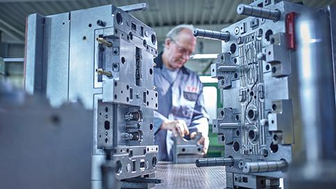 fass-frisch-kunststofftechnik-werkzeug-und-formenbau